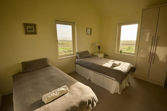The Cliffs of Moher Retreat: Twin bedroom