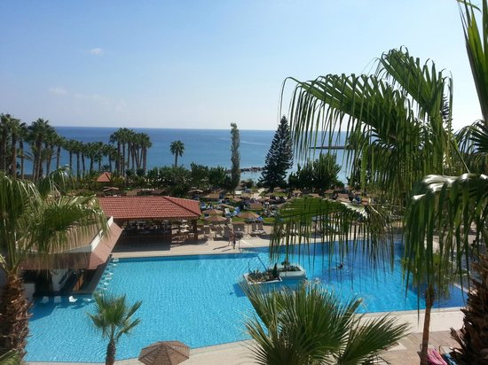 Cavo Maris Beach Hotel: Room overlooking the pool