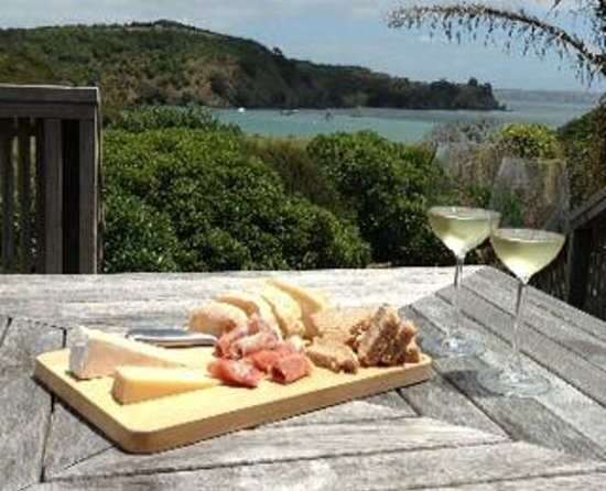 Owhanake Bay Estate: DIY lunch on our private balcony!