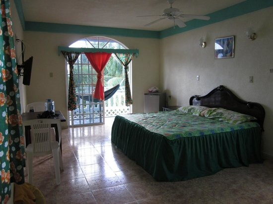 Barefoot Caribe Hotel: Ocean view room with king bed