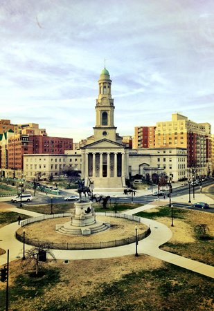 The Donovan - A Kimpton Hotel: View from Room at Donovan House of Thomas Circle