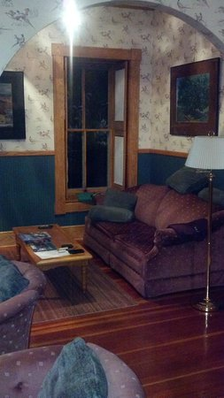 Abe's Spring Street Guest House: The Sitting Room