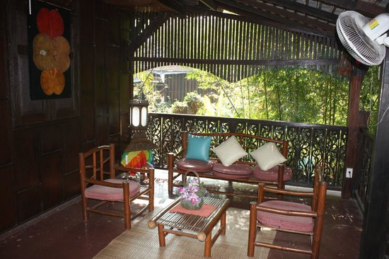 Club One Seven Chiang Mai: Balcony overlooking the courtyard and pool