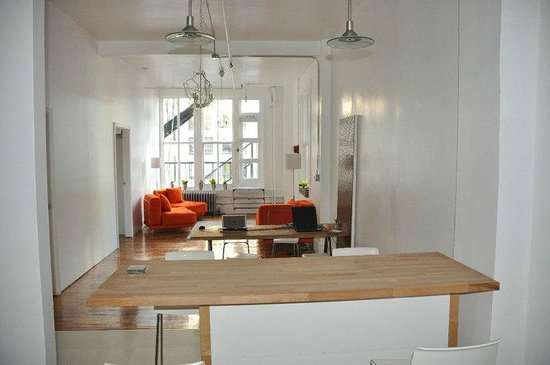 Urban Oasis Hostel & Guest House: One of the common areas at - Urban Oasis NYC