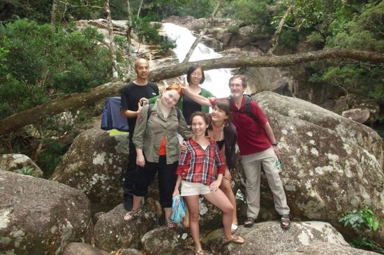 Sanya Backpackers: Trip to the rainforest and waterfall