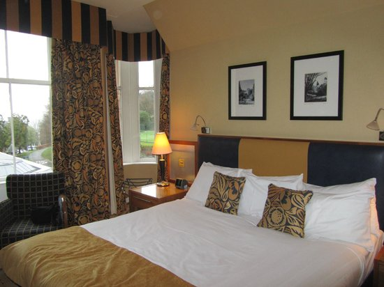 Crieff Hydro Hotel and Resort: Room overlooking tennis court