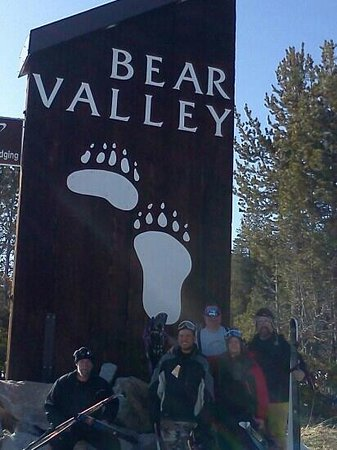 Bear Valley, แคลิฟอร์เนีย: Frances, Rudy, Me, Garrison & Bill enjoying Sun & fun at BV XC