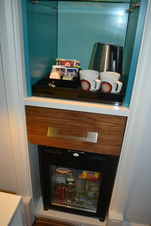 Hotel Indigo Edinburgh: Complimentary minibar