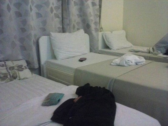 Park Hill Hotel Mactan: Room with additional bed