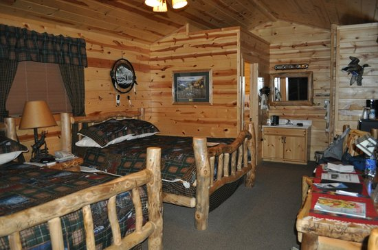 Frontier Cabins Motel: Cabin number 12 - so cozy!