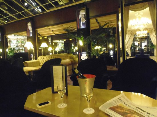Grand Hotel de l'Opera: Drinks in the bar
