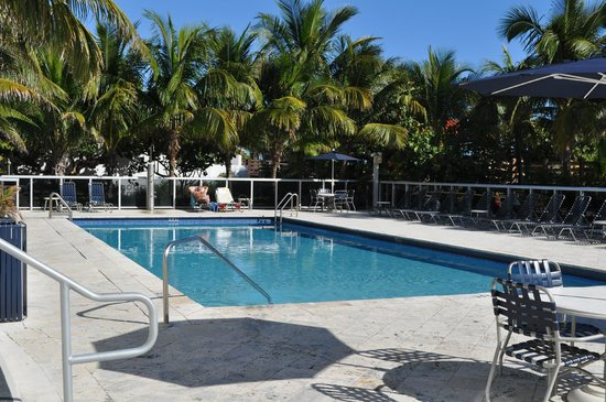 Churchill Suites Crown Miami Beach: Poolområdet