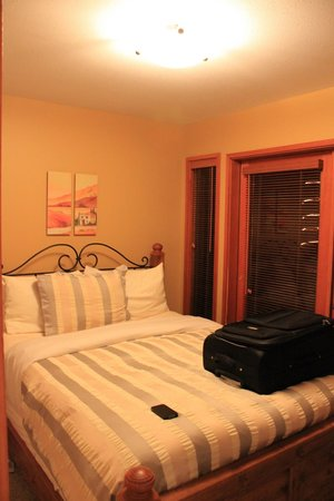 Sunshine Coast Resort Hotel & Marina: Bedroom