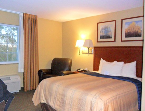 Candlewood Suites Tallahassee: comfortable bed