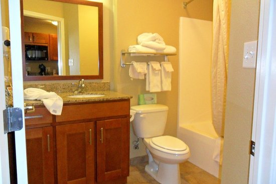 Candlewood Suites Tallahassee: Another bathroom view