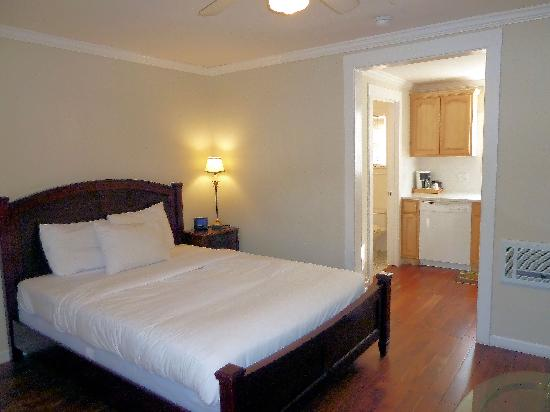 Americas Best Value Inn & Suites - Royal Carriage: Private Cottage room