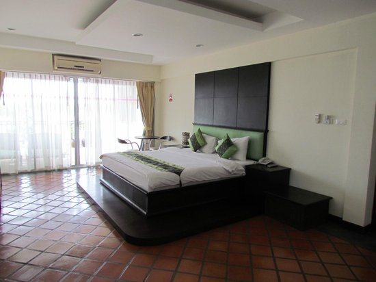 Royal Nakara Ao Nang: Extra large room opens to verandah