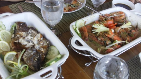 Out of the Blue Resort: Fish and Coconut milk prawns cooked for us...yummo
