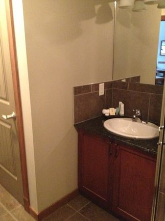 Falcon Crest Lodge: sink & hidden washer/dryer in closet