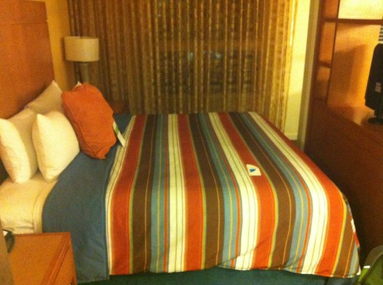 HYATT house Boulder/Broomfield: view of bed and sleeping area