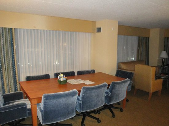 Embassy Suites Boston Logan Airport: exec boardroom in our room
