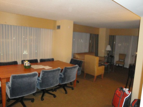 Embassy Suites Boston Logan Airport: our 2nd stay in December 2012-exec room upgrade