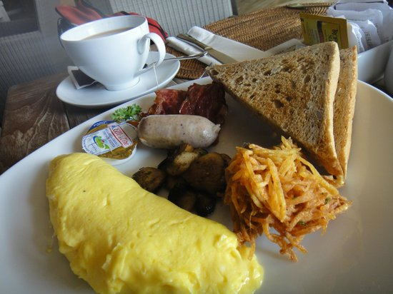 The Dipan Resort Petitenget: Set breakfast, Omelette