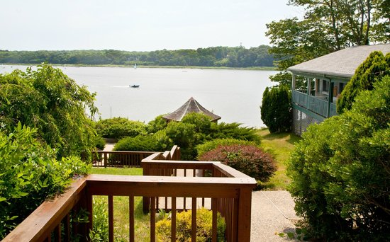 Cove Motel: top of stairs to waterfront