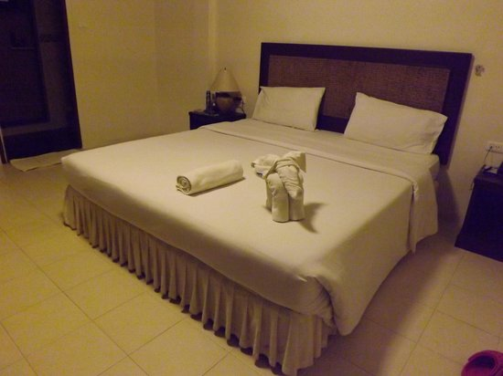 Paddy&#39;s Palms Resort: basic room clean and tidy