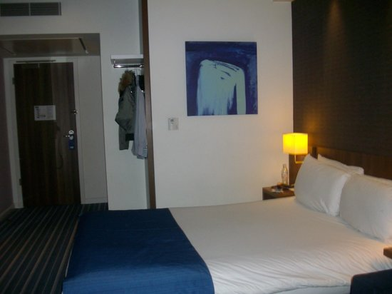Holiday Inn Express London Stratford: room 4222