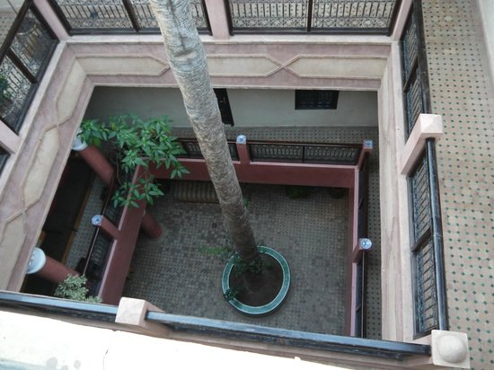 Hotel Cecil Marrakech: Looking down from the terrace