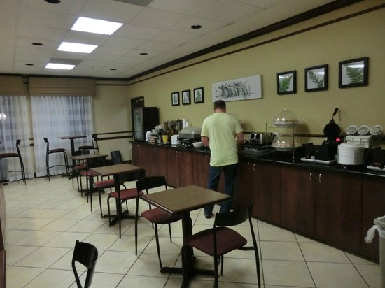 Sleep Inn & Suites: breakfast bar