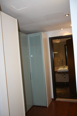 Number One Tower Suites: Second bedroom