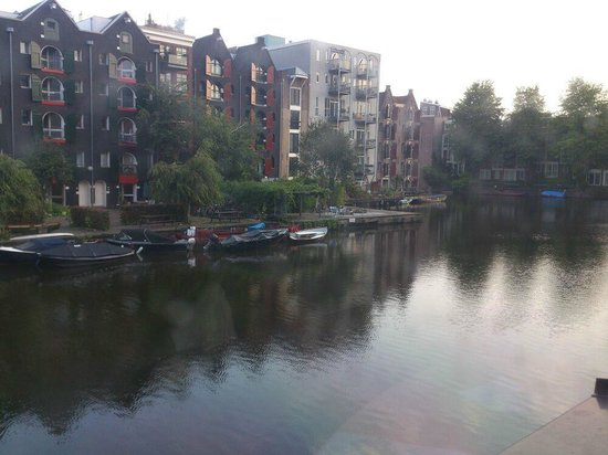 Ibis Amsterdam City Stopera: a picture of serenity..