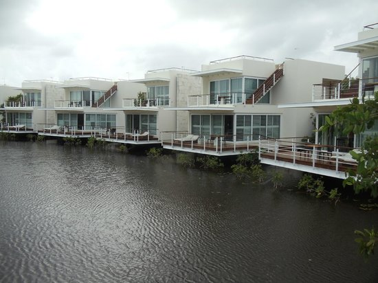 Blue Diamond Riviera Maya by BlueBay: Las habitaciones que daban al lago