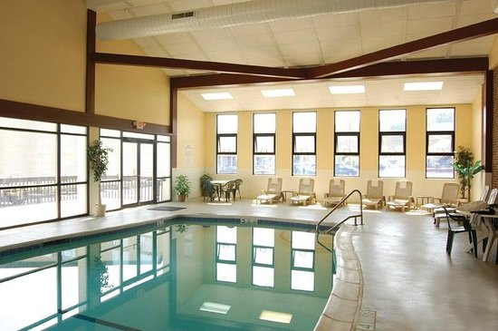 Clarion Inn & Suites: Indoor Pool