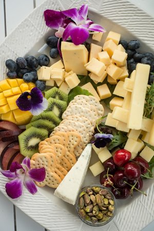 Eaton, NH: Chef Brian arranges beautiful fruit, cheese and cracker platters.