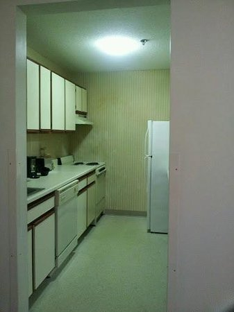 Extended Stay America - Cleveland - Middleburg Heights: FULL kitchen with oven
