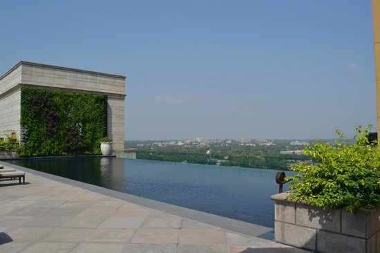 Rooftop Infinity Pool Picture Of The Leela Palace New Delhi New Delhi Tripadvisor