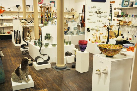 Salisbury, UK: Inside the Gallery shop
