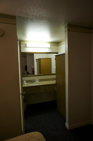 Comfort Inn & Suites Sequoia Kings Canyon: bathroom