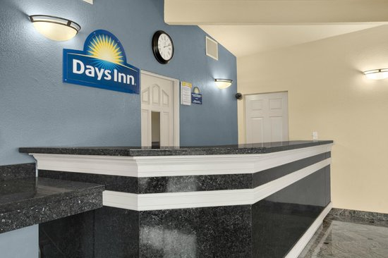 Days Inn Gateway to Yosemite: Days Inn Yosemite Lobby