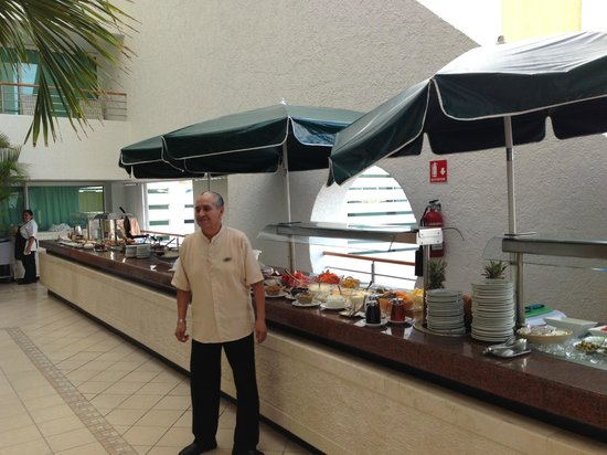Suites Bahia: Breakfast buffet at the Mexicana