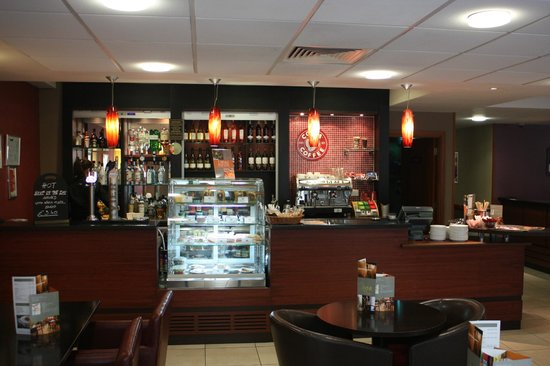 Premier Inn London Tower Bridge: Lobby bistro