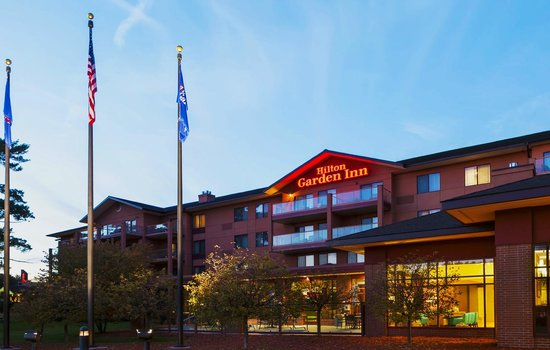 Hilton Garden Inn Wisconsin Dells: Front of Hotel Close up
