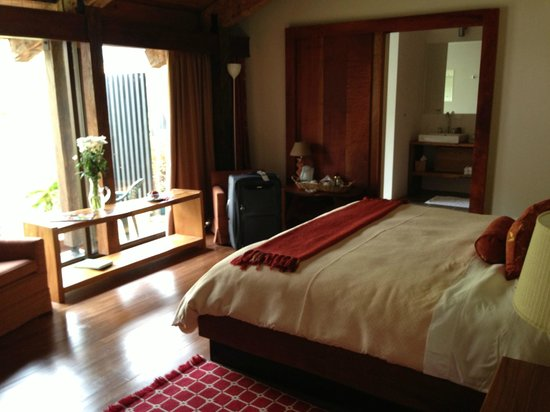 Poas Volcano Lodge:                   Cozy bedroom