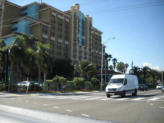 Embassy Suites by Hilton Fort Lauderdale 17th Street:                   outside hotel