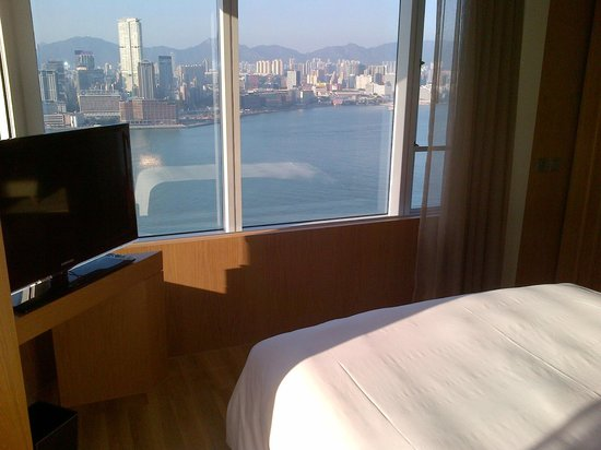 Renaissance Harbour View Hotel Hong Kong:                   Harbour View from bedrrom