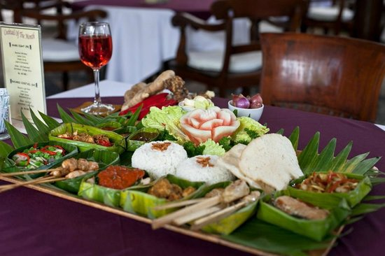 Tamukami Hotel: Balinese Rijstaffel