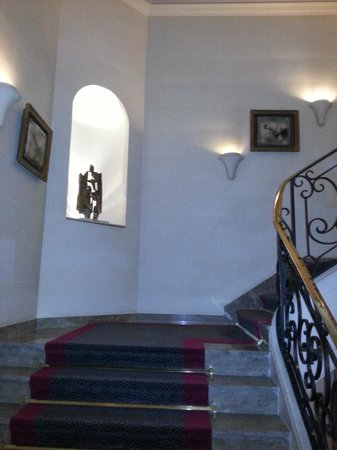 Hotel Baltimore Paris - MGallery Collection: decos dans l'escalier